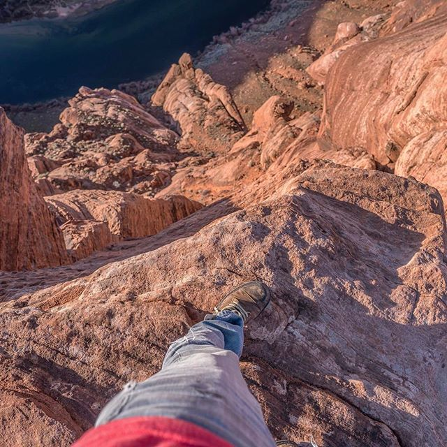 I kept a safe distance from the edge of the canyon the whole time... #horseshoebend #pagearizona #roadtrip ... ... ... #passionpassport #stayandwander  #adventureislife #peoplescreatives #exploretocreate #lifeofadventure  #neverstopexploring #welivetoexplore #wildernessculture #beautifuldestinations #outboundcollective #justdoit #optoutside #vsco #vscocam #huffpostgram #photooftheday  #theoutbound #wanderlust #discoverearth #earthpix #adventureculture #ourplanetdaily  #welltraveled