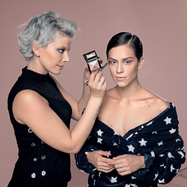 CURSOS de maquiagem profissional e automaquiagem -