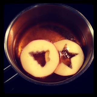 Warm Sparkling Mabon With Apple Slices