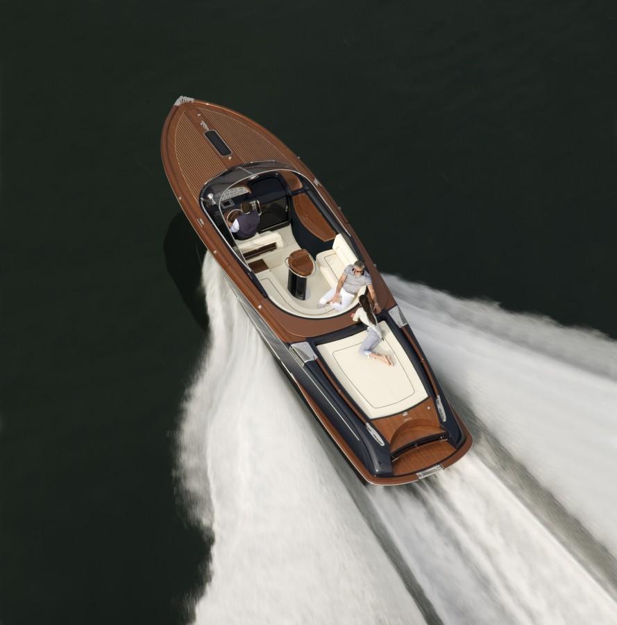 Aquariva-33-Boat.jpg