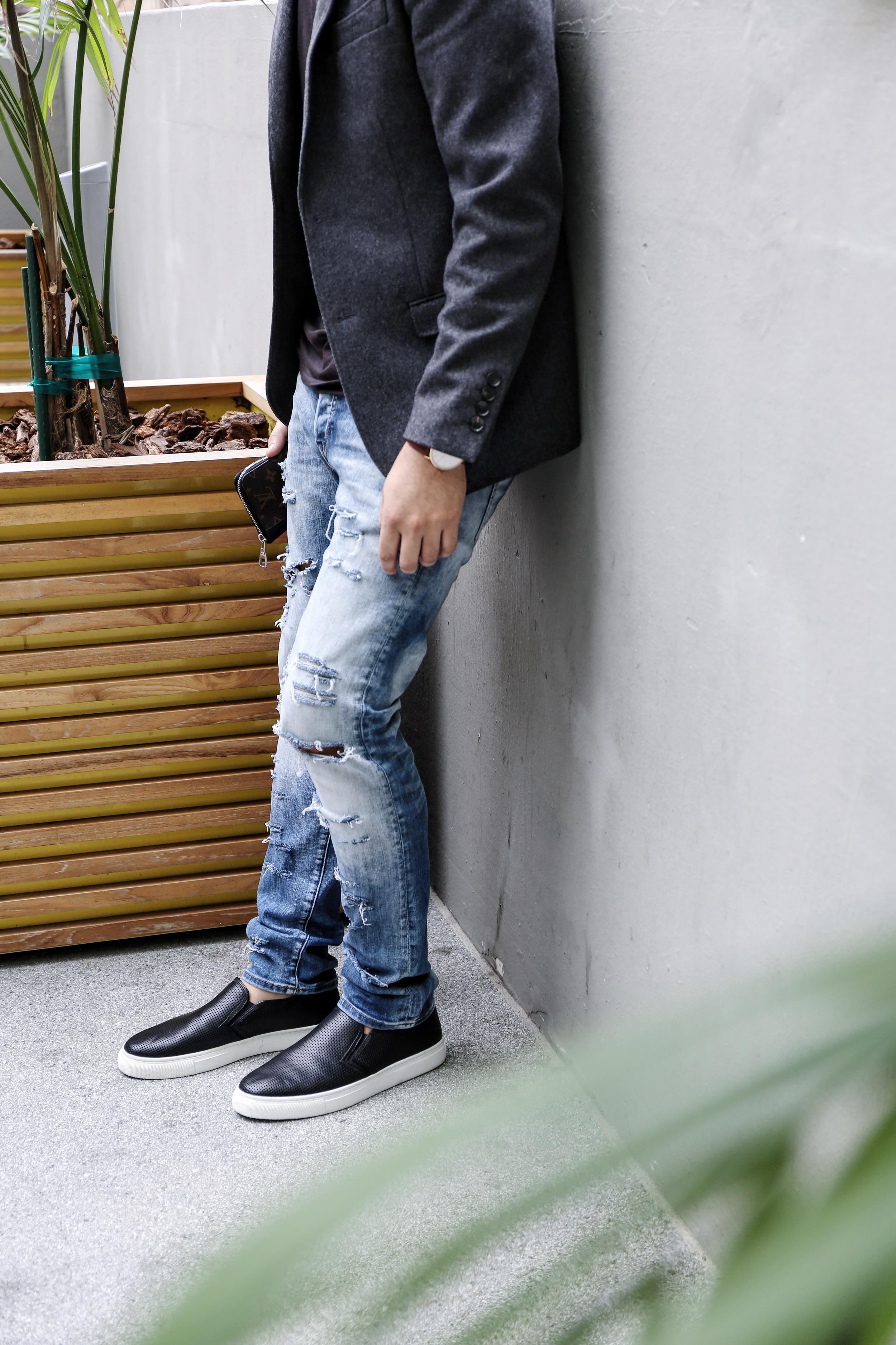 Coat: Topman Shirt: The Eras Shoes: Uri Minkoff Watch: Daniel Wellington Jeans: H&M Wallet: Louis Vuitton