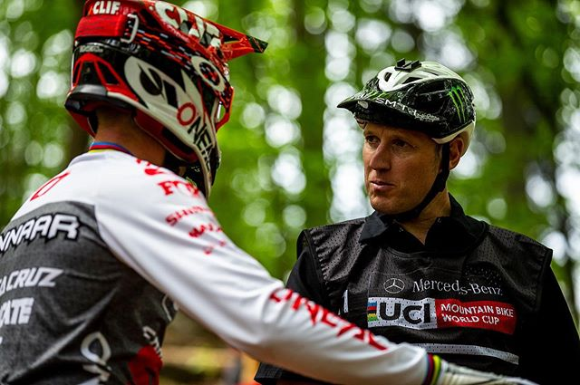 Getting the low down from coach back in Maribor. Think I was on the wrong line? Never seen you so serious bru 😂 @stevepeat 📸 @svenmartinphoto