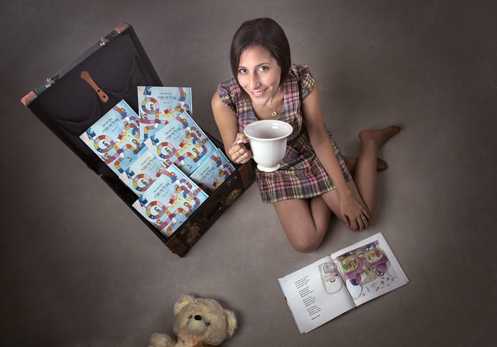 צילומי תדמית - צילום תדמית עסקית של מיטל שקד סופרת