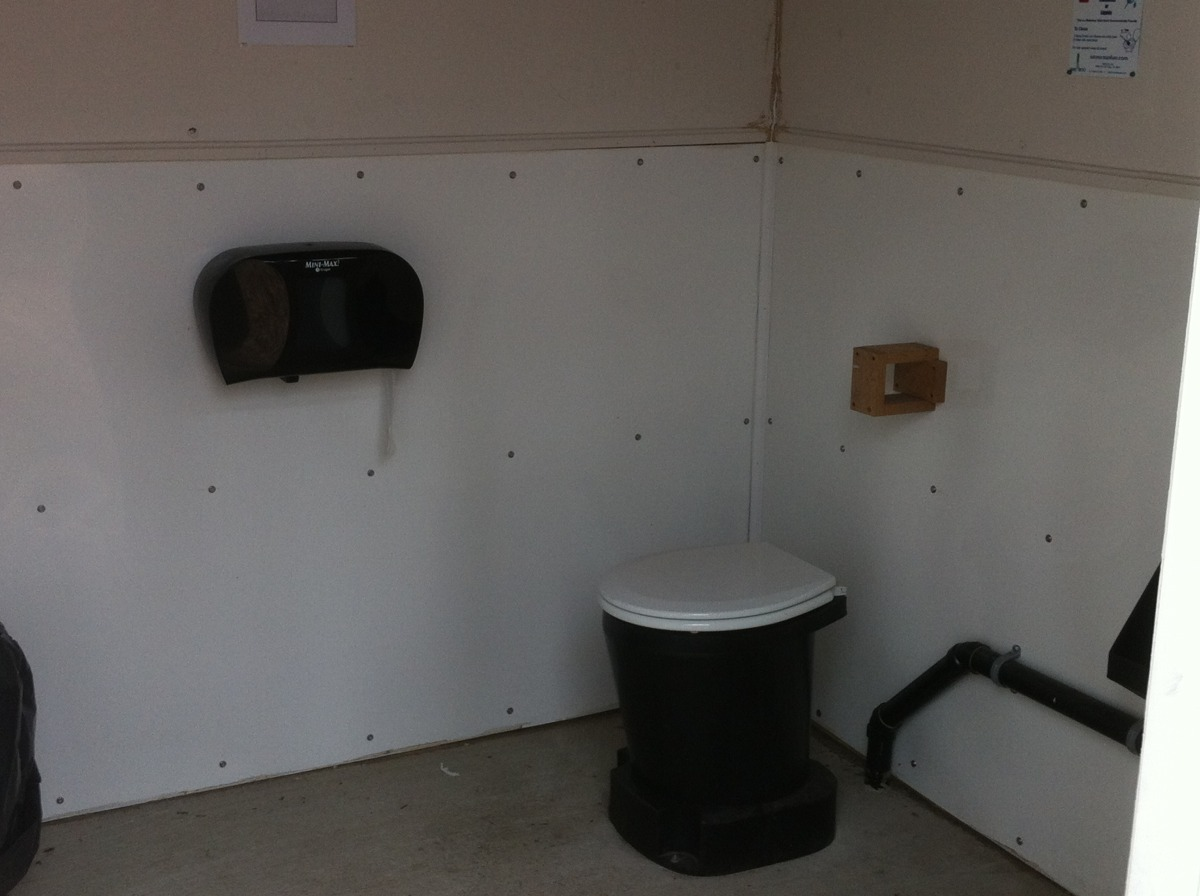 outhouse02.jpg