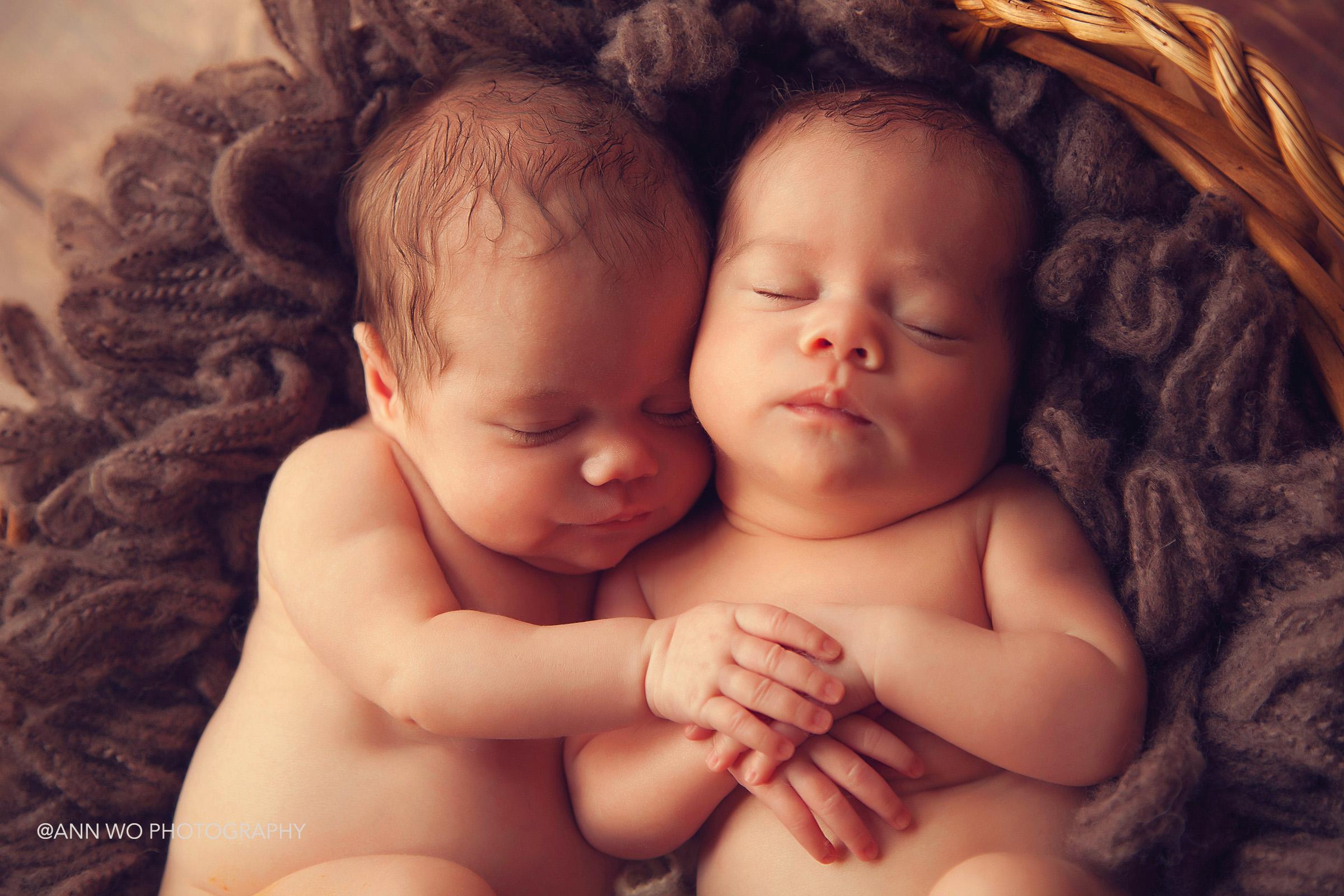 london-newborn-photography-with-twins08.jpg