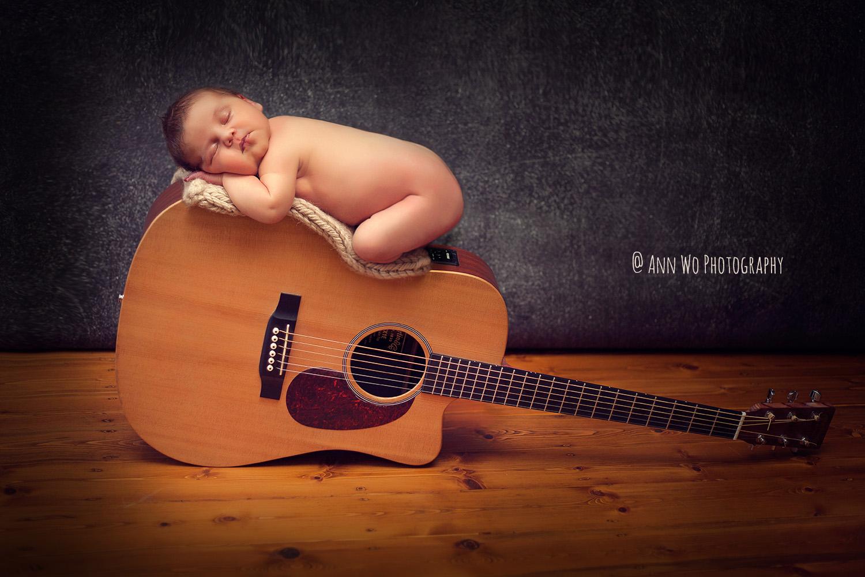 london newborn photographer ann wo baby on guitar
