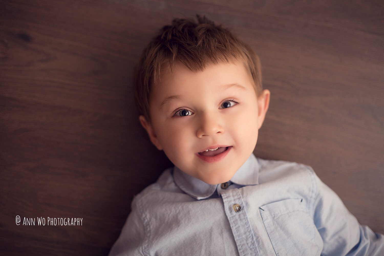 shot-from-top-photography-studio-light-toddler.jpg
