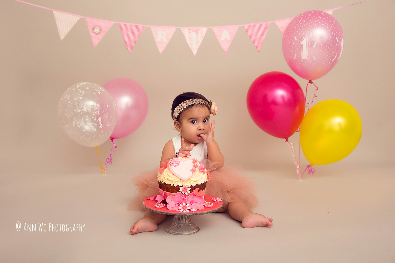 cake-smash-ria-london-baby-photographer04.jpg