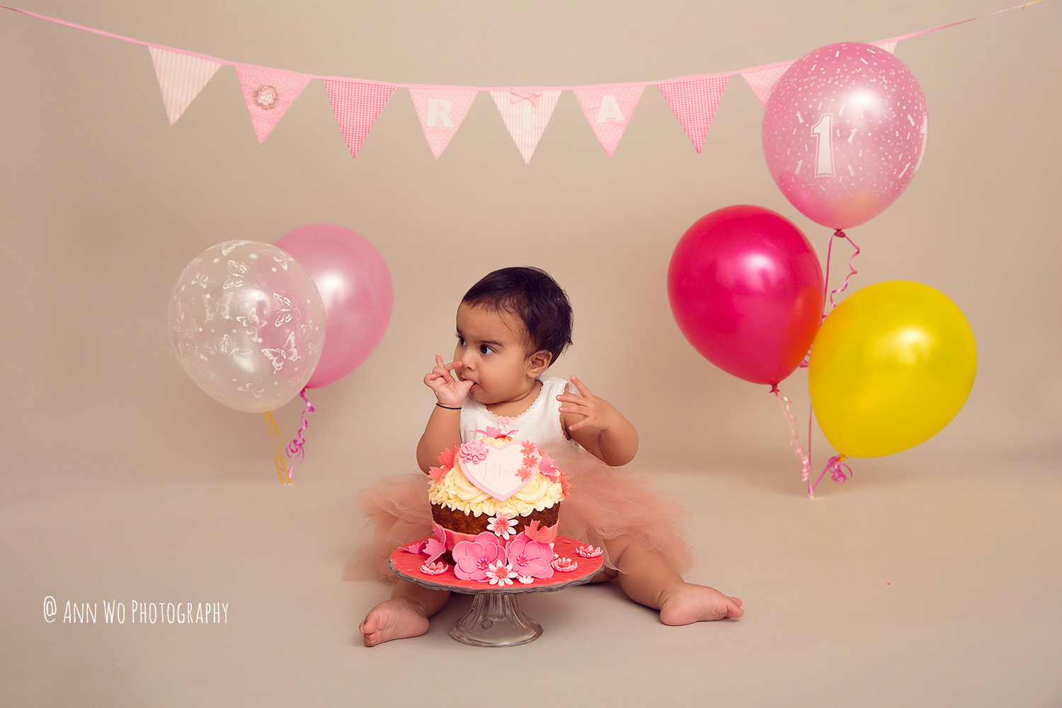 cake-smash-ria-london-baby-photographer09.jpg