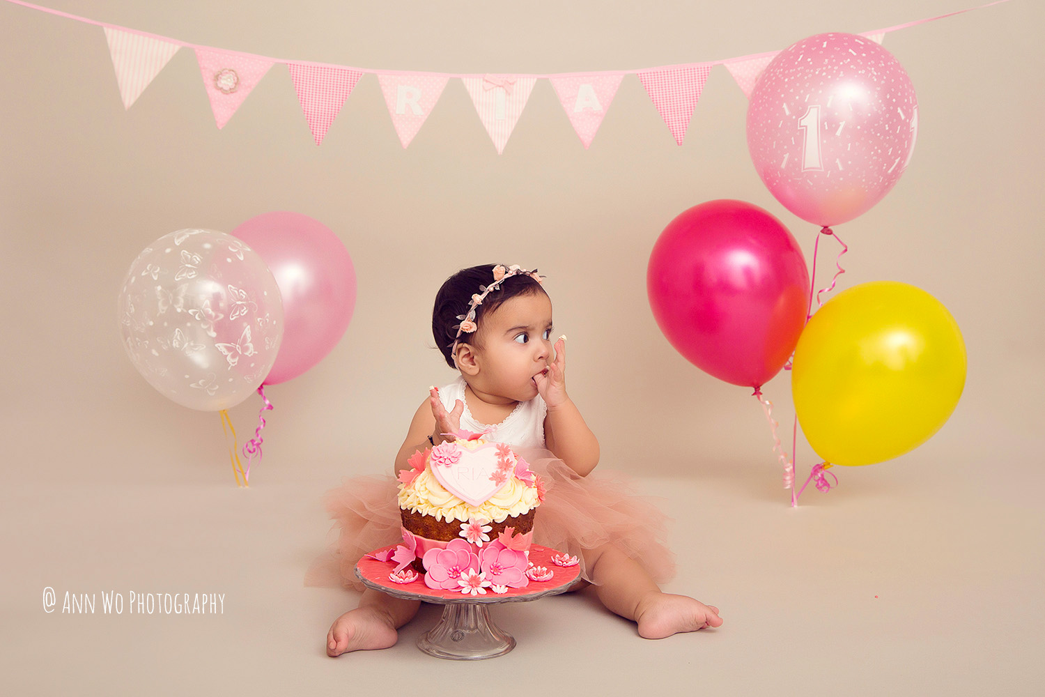 cake-smash-ria-london-baby-photographer11.jpg