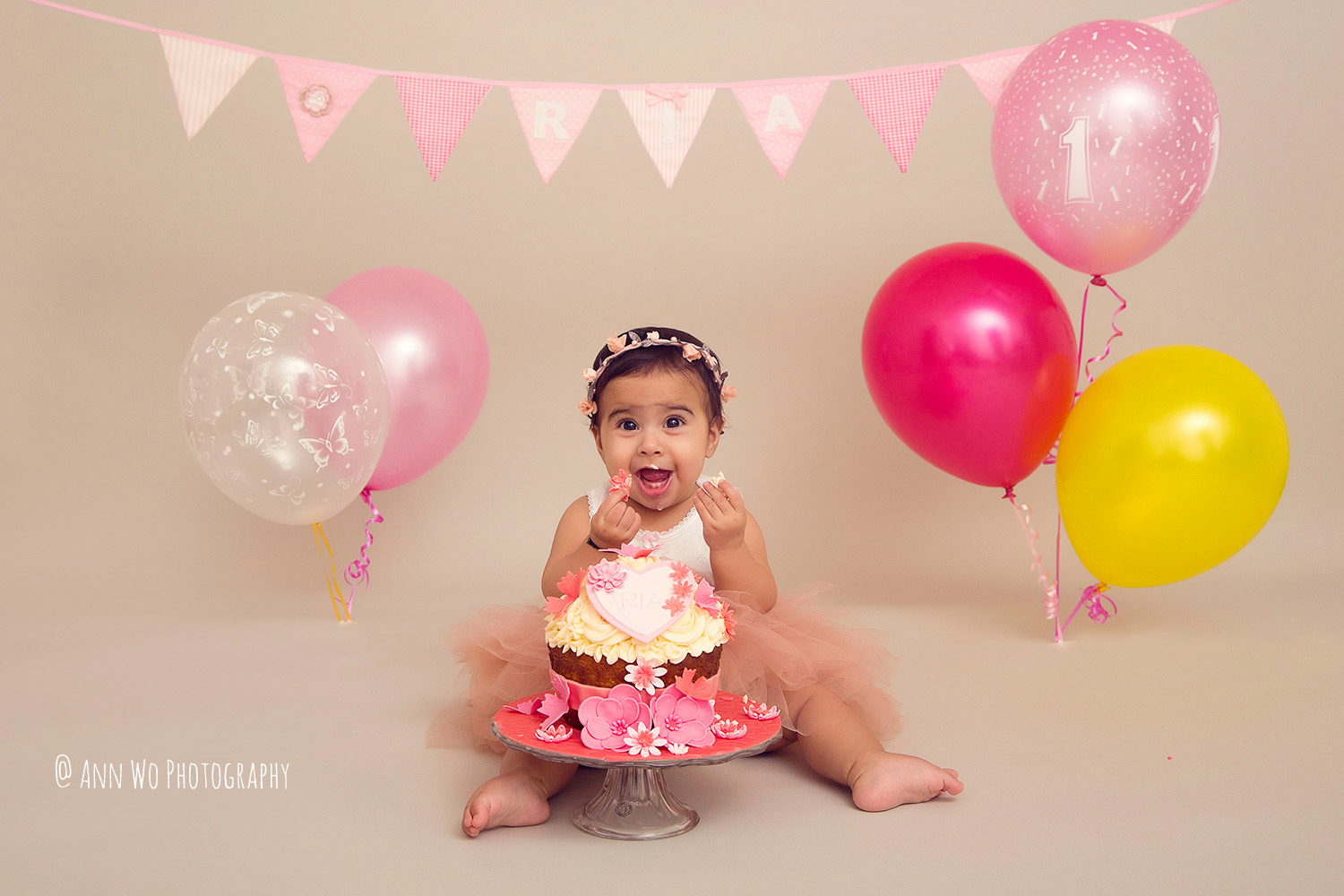 cake-smash-ria-london-baby-photographer12.jpg