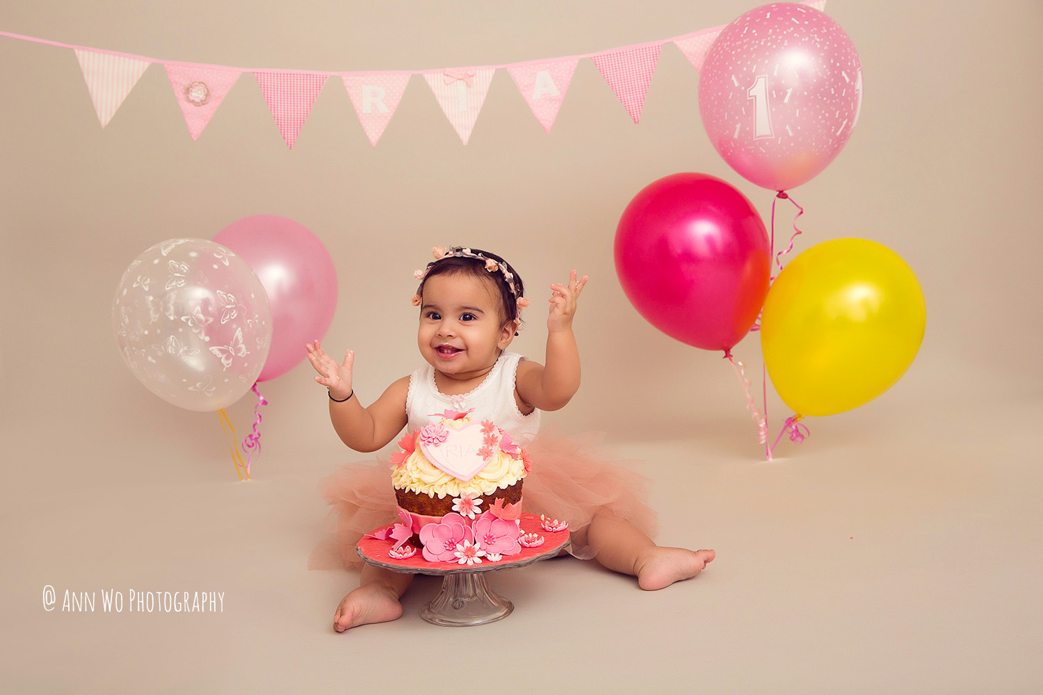 cake-smash-ria-london-baby-photographer14.jpg