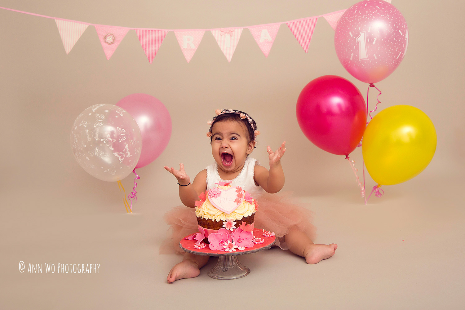 cake-smash-ria-london-baby-photographer15.jpg