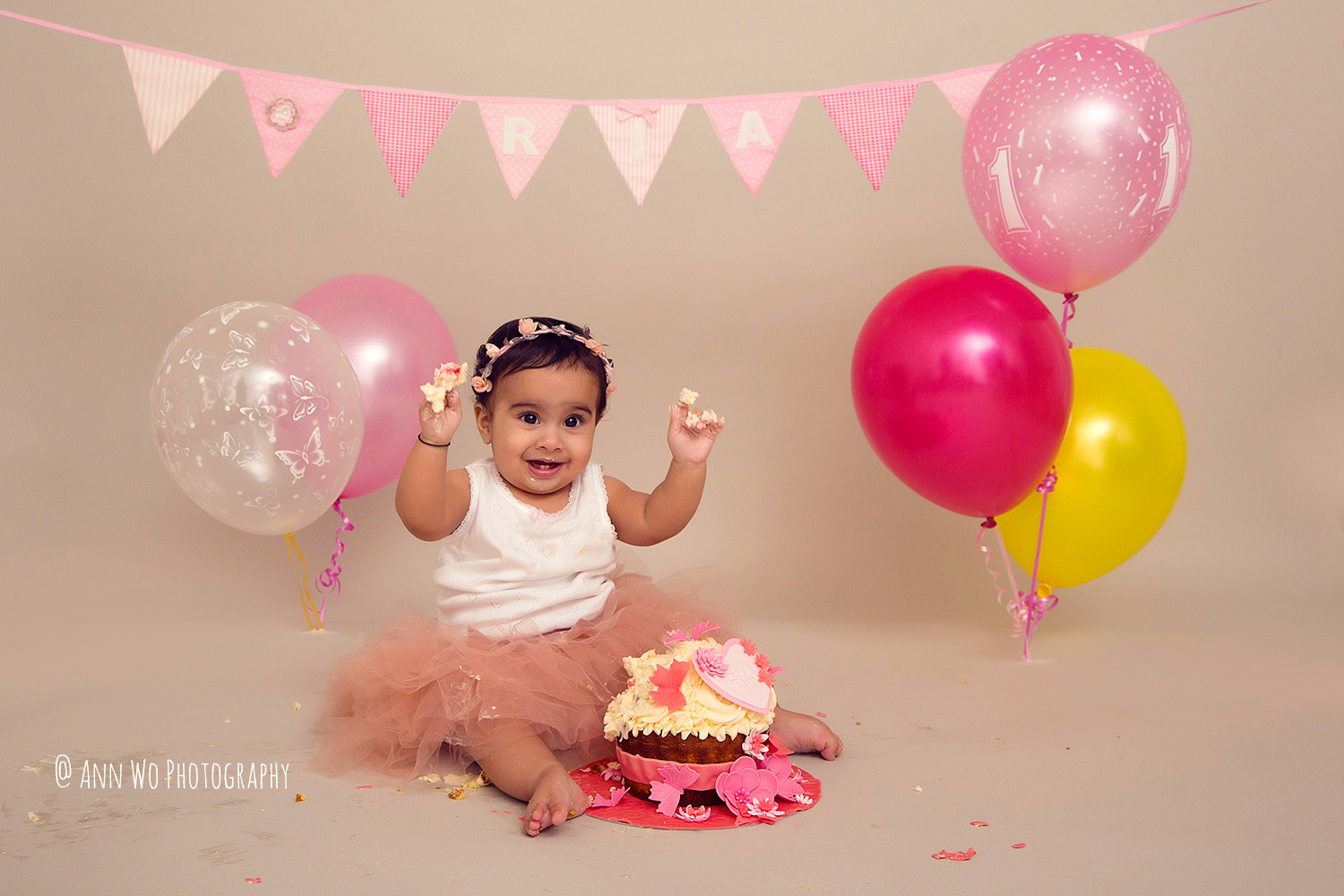 cake-smash-ria-london-baby-photographer17.jpg
