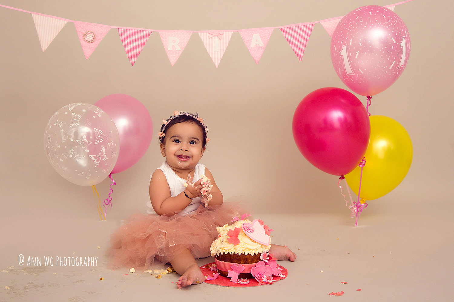 cake-smash-ria-london-baby-photographer18.jpg