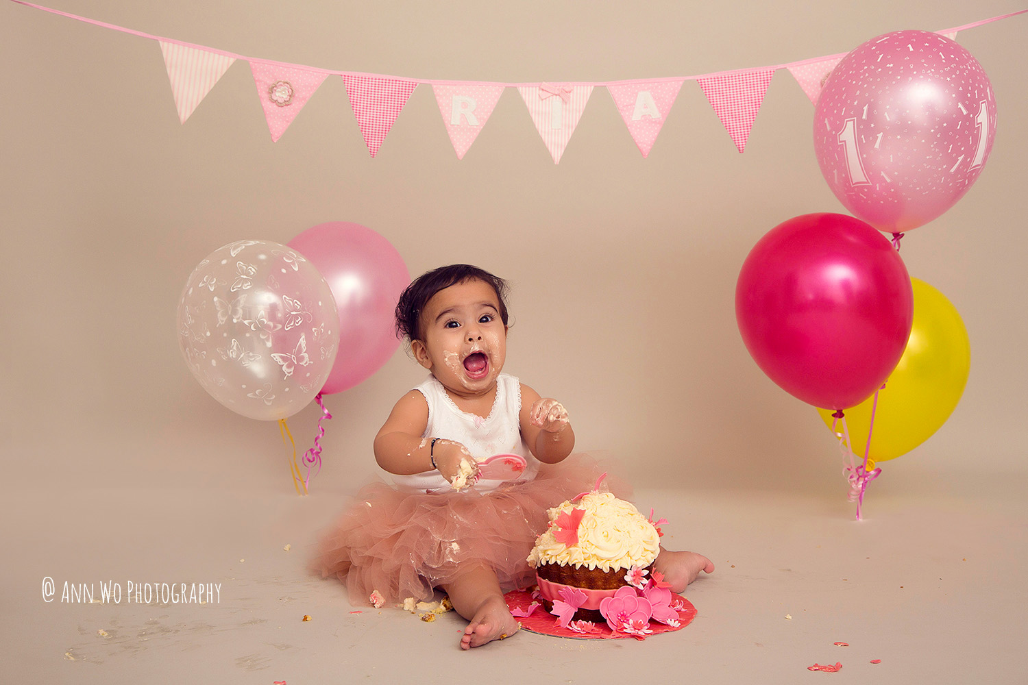 cake-smash-ria-london-baby-photographer21.jpg