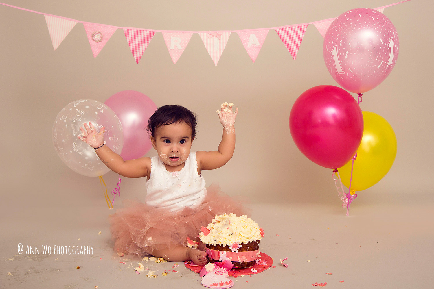 cake-smash-ria-london-baby-photographer22.jpg