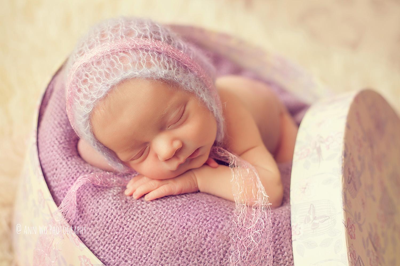 newborn-photographer-west-london-home-session-ann-wo10.jpg
