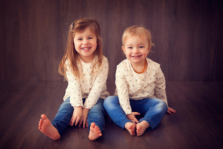 happy sisters studio children photographer ann wo