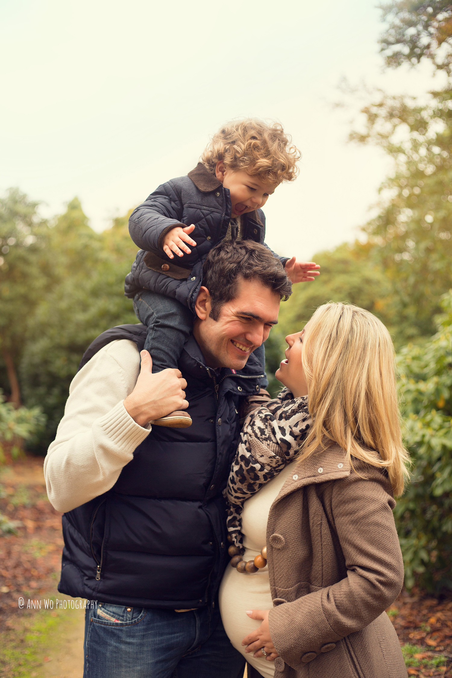 ann-wo-baby-photographer-windsor-berkshire-outdoor-family-photo-session1.jpg