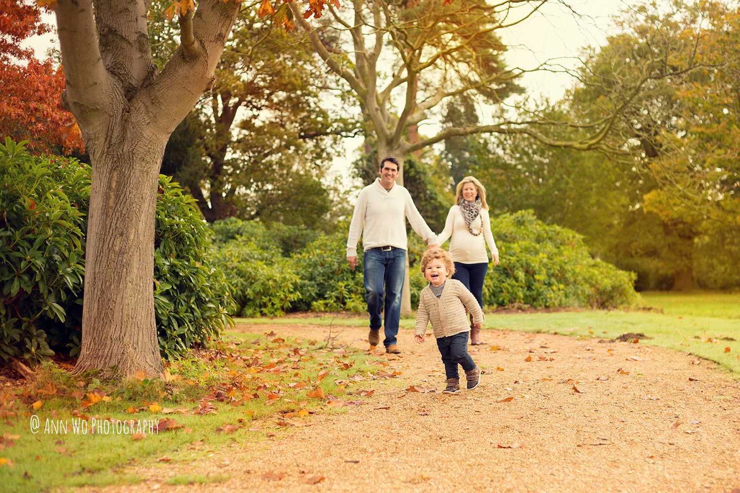 ann-wo-baby-photographer-windsor-berkshire-outdoor-family-photo-session2.jpg