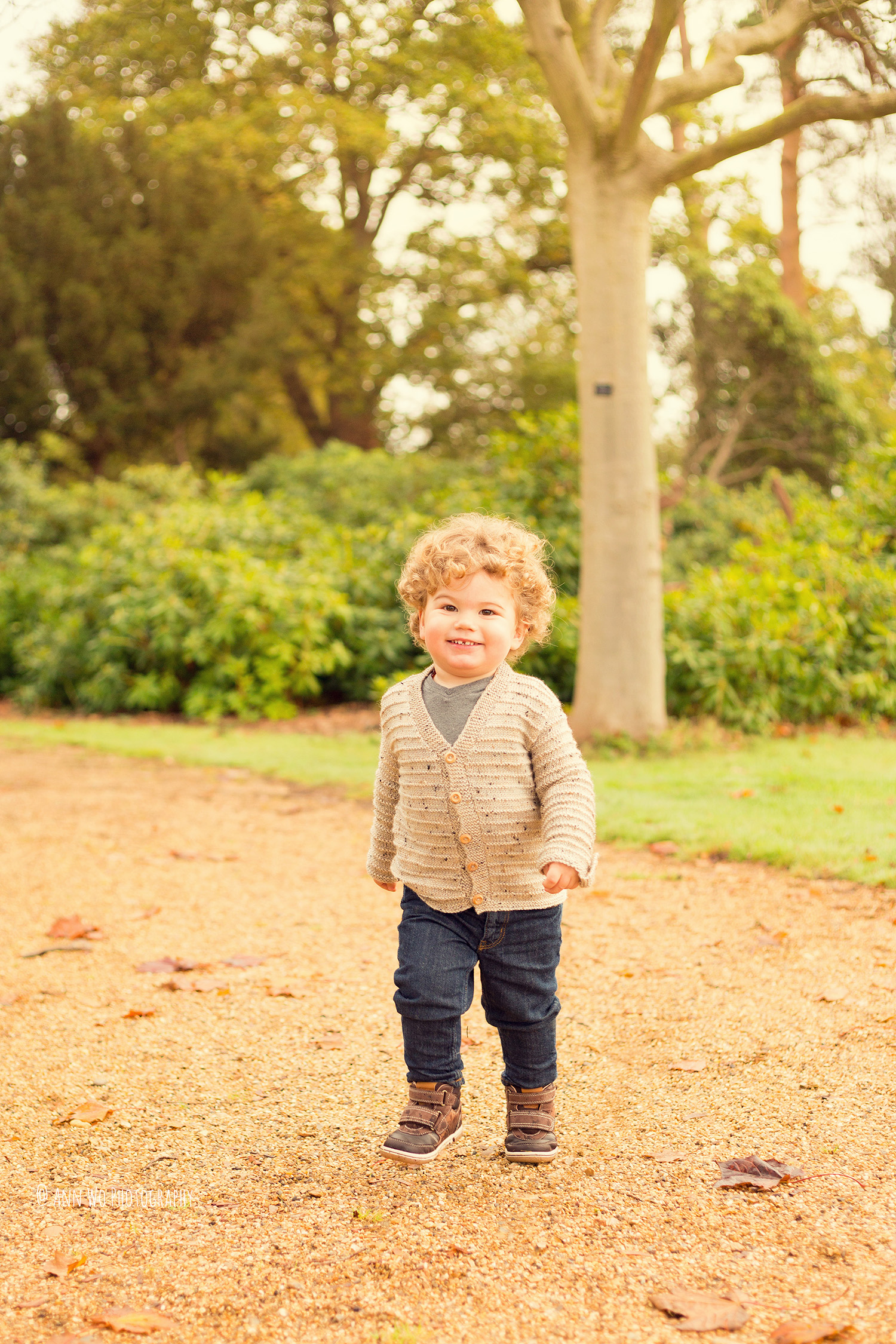 ann-wo-baby-photographer-windsor-berkshire-outdoor-family-photo-session3.jpg