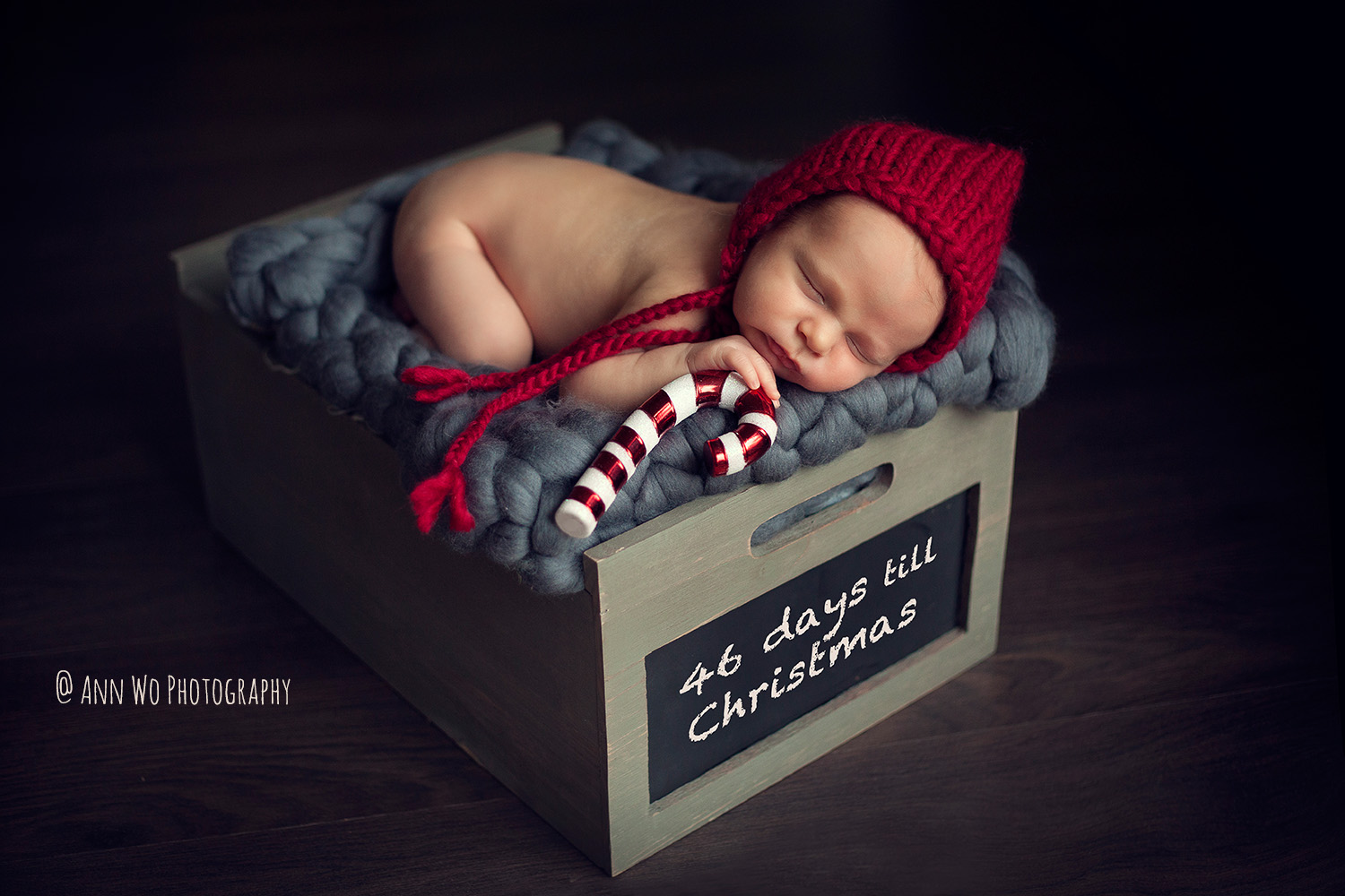 Newborn photography in London by Ann Wo christmas hat