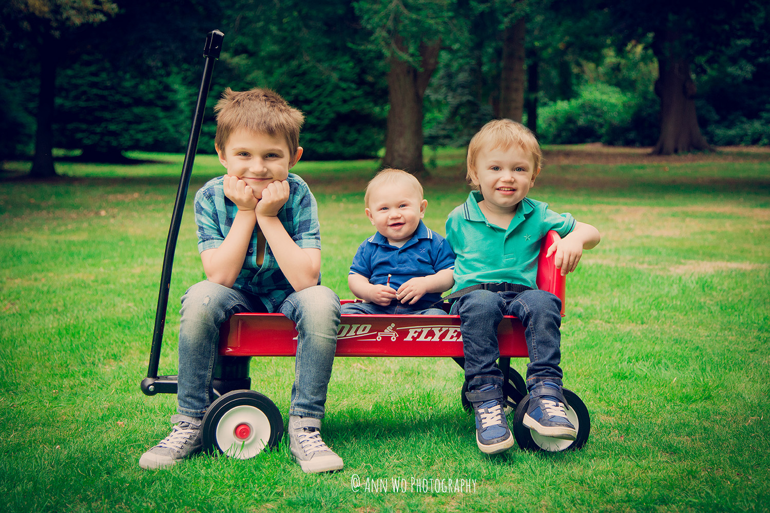 outdoor-family-photography-ann-wo-london-3boys.jpg
