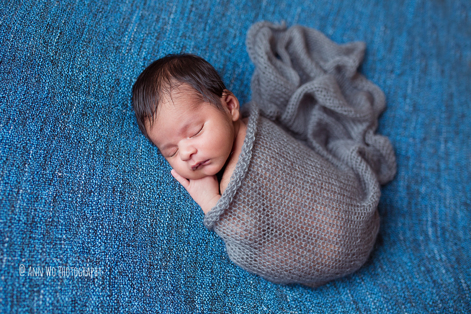 005-newborn-photography-session-at-home-ann-wo-london-05.JPG