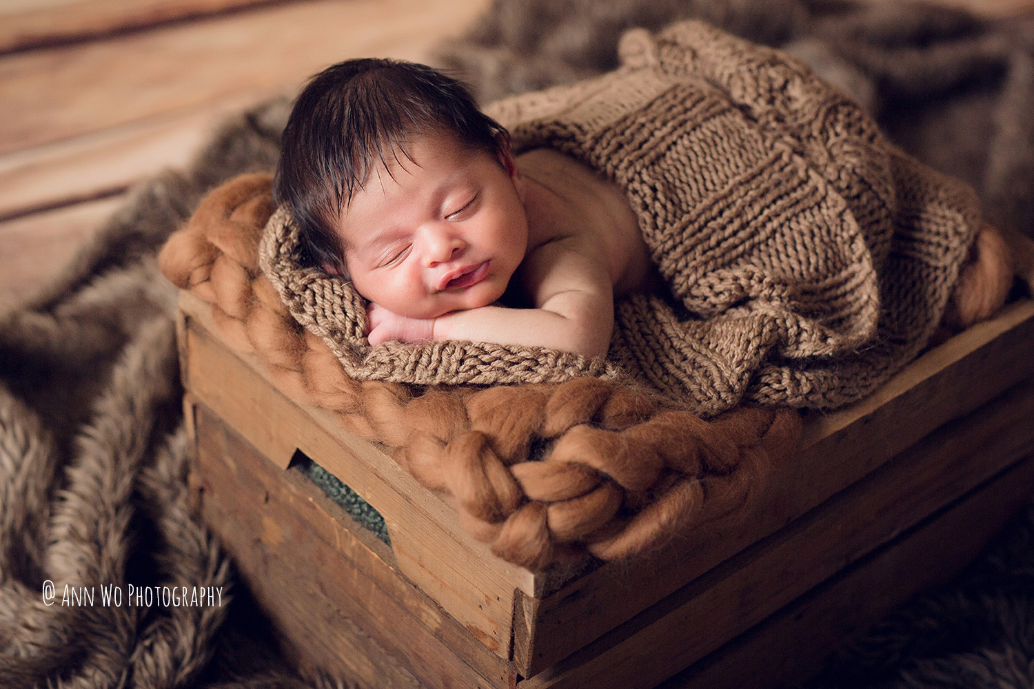 064-newborn-photography-at-home-ann-wo-london-30.JPG