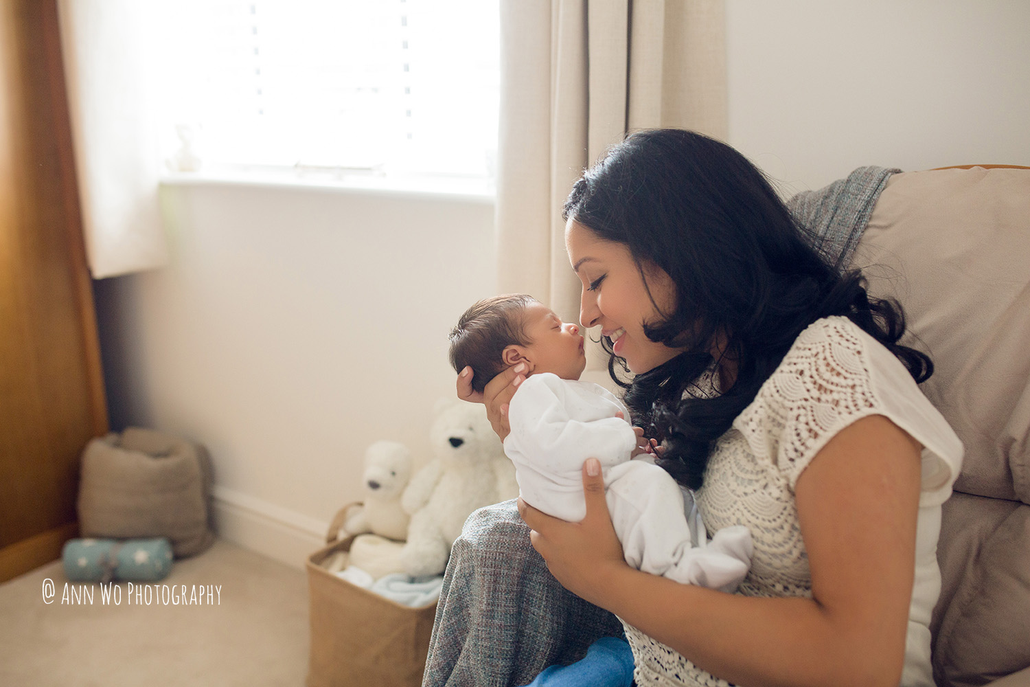 086-newborn-photography-at-home-ann-wo-london-52.JPG