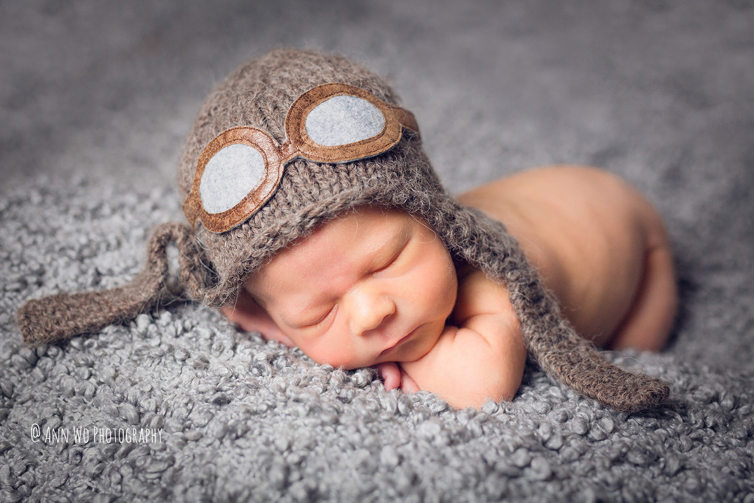 newborn-baby-photography-at-home-studio-set-up-Ann-Wo-London-bulldog-07.JPG