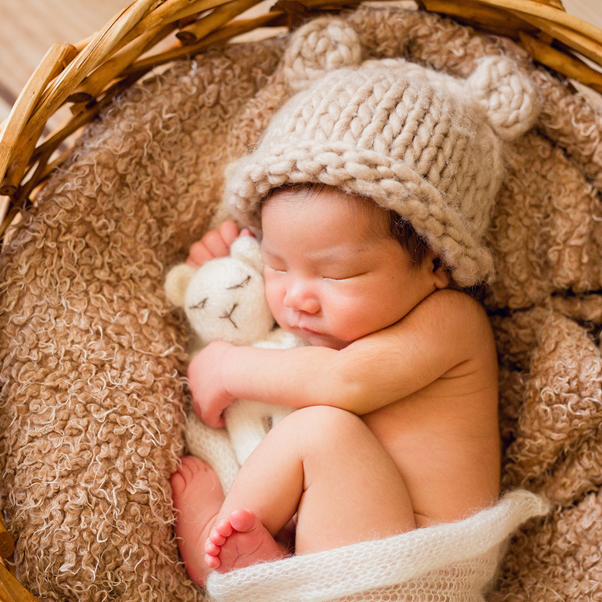 newborn-photographer-london-ann-wo-baby-bear-hat-cuddle-toy-2019.jpg