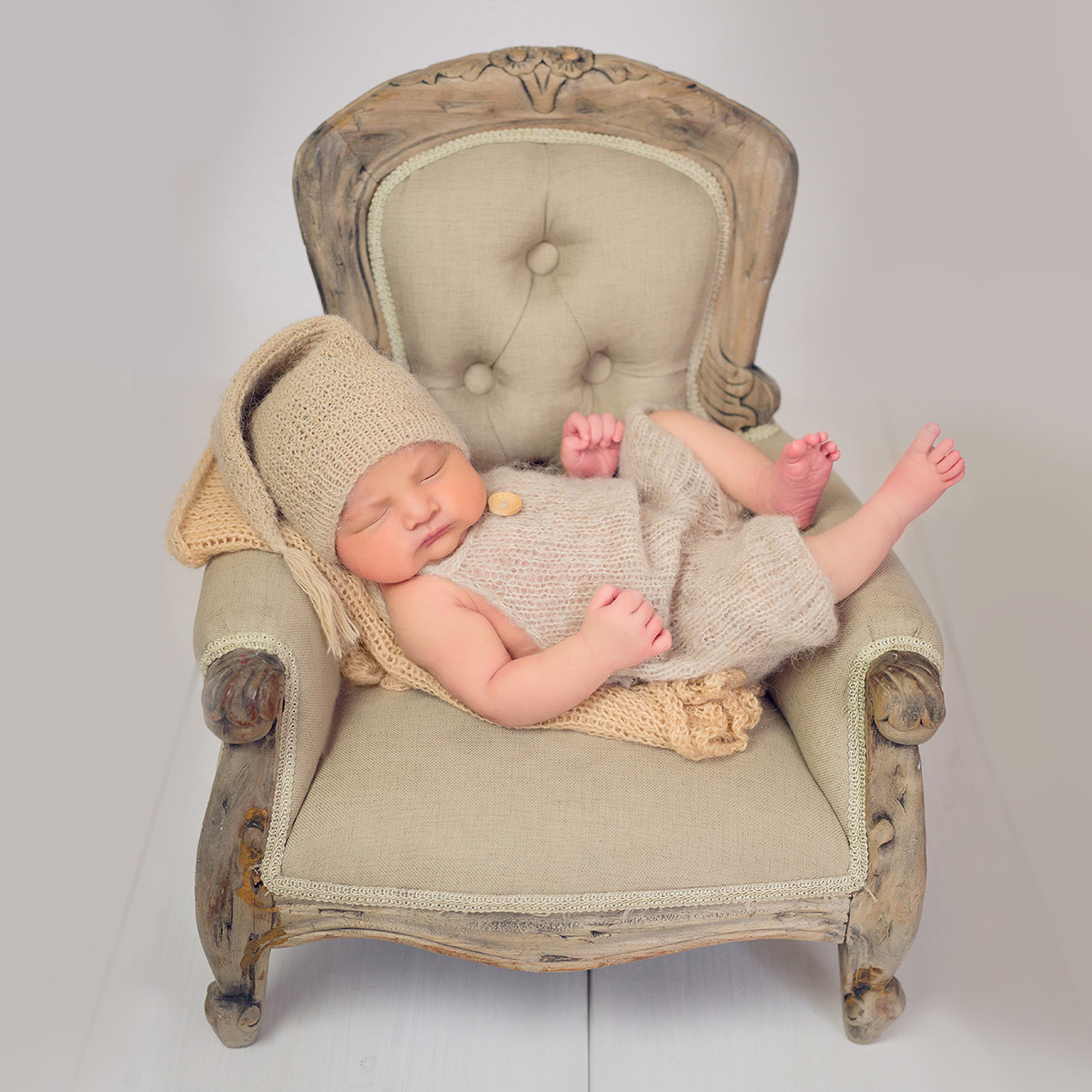 newborn-photography-ann-wo-london-cute-vintage-chair-knitted-romper.jpg