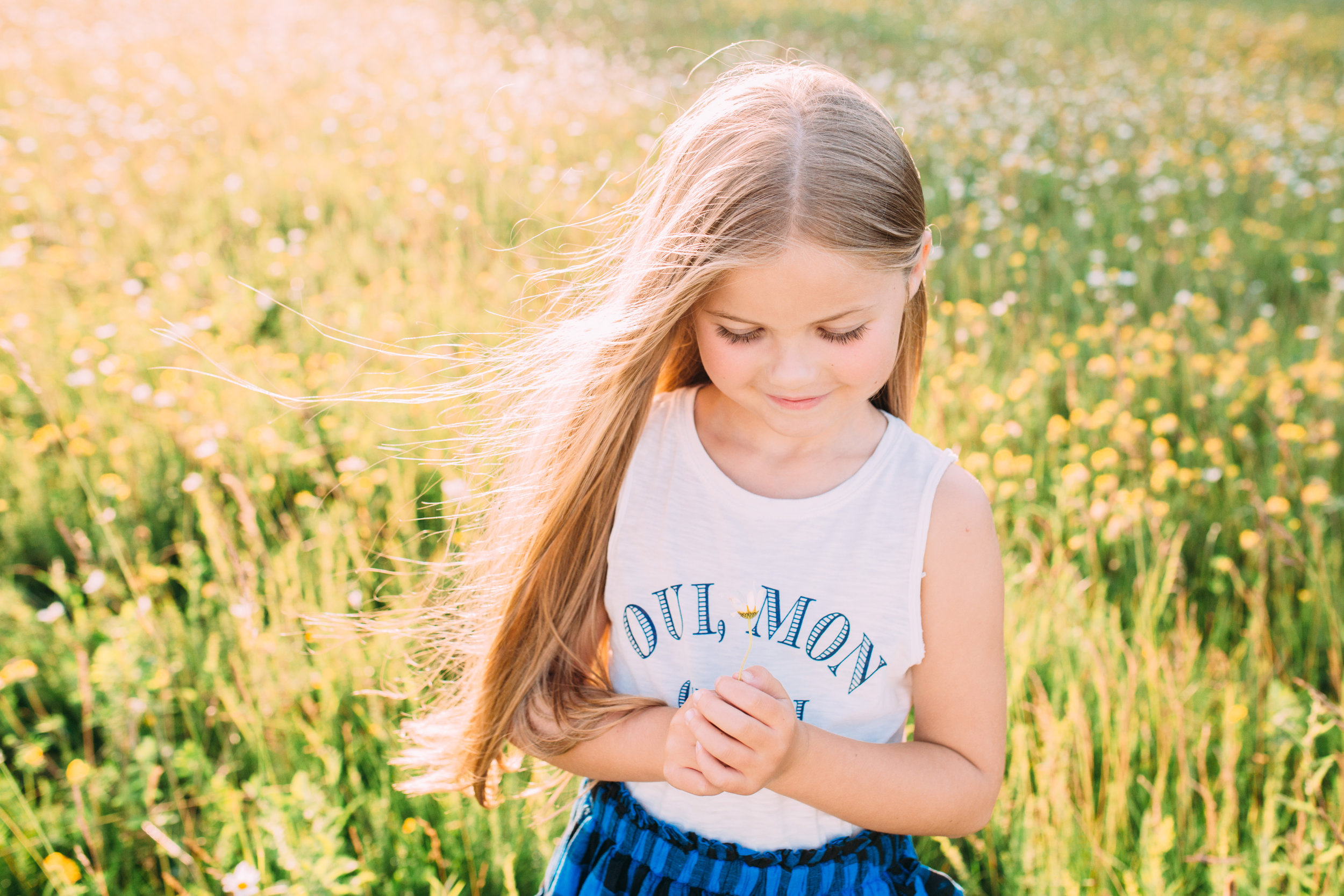 outdoor children photography in London golden hour sunset meadow