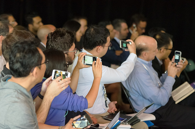 The crowd was very involved and was even able to send live comments to the presenters during their pitch.