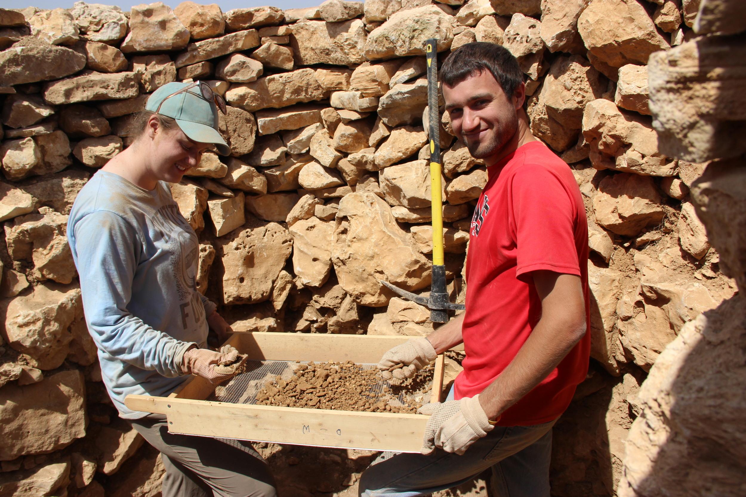 Lee University students sift through sand and dirt at Khirbet el-Maqatir.