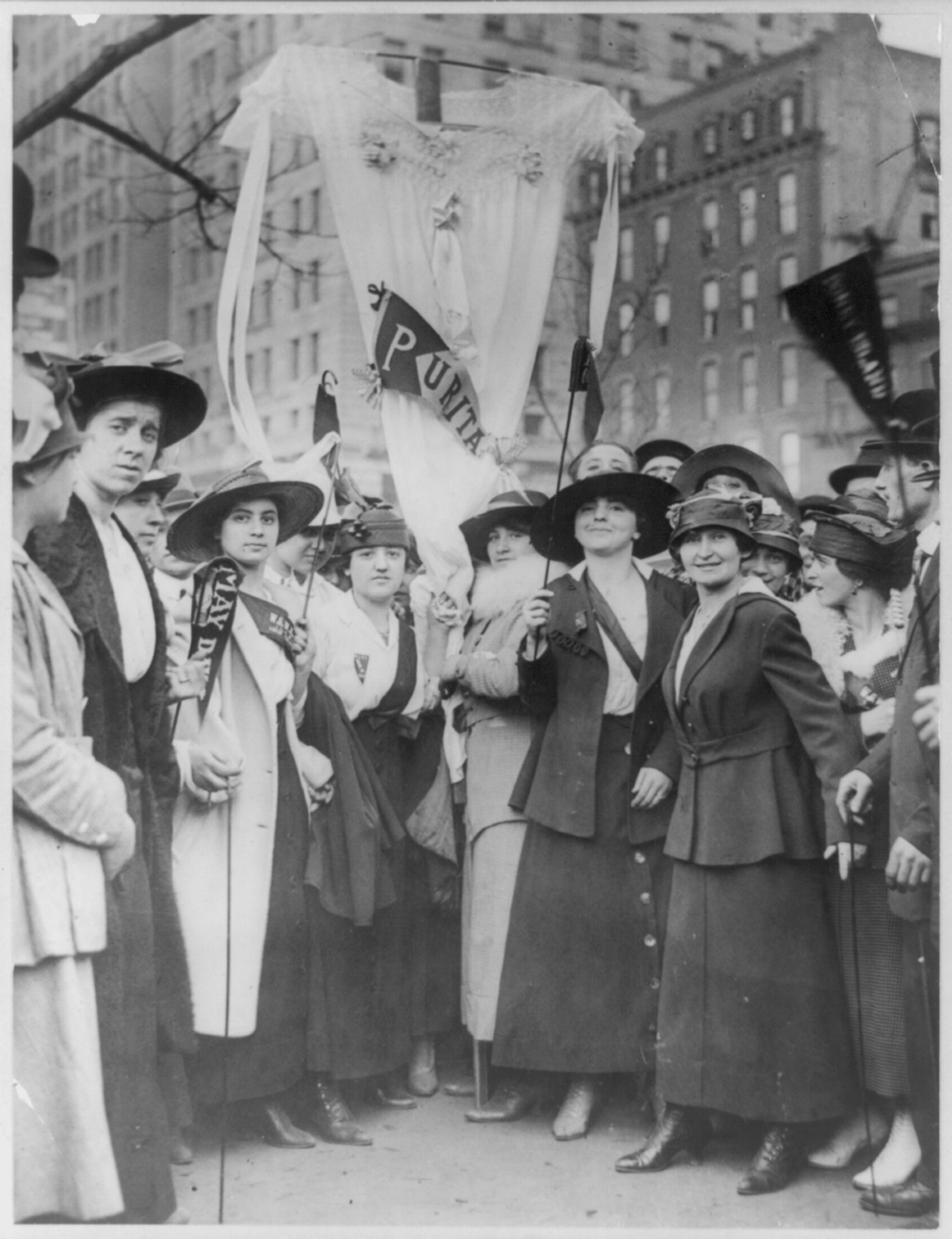 Garment_workers_parading_on_May_Day,_New_York.png