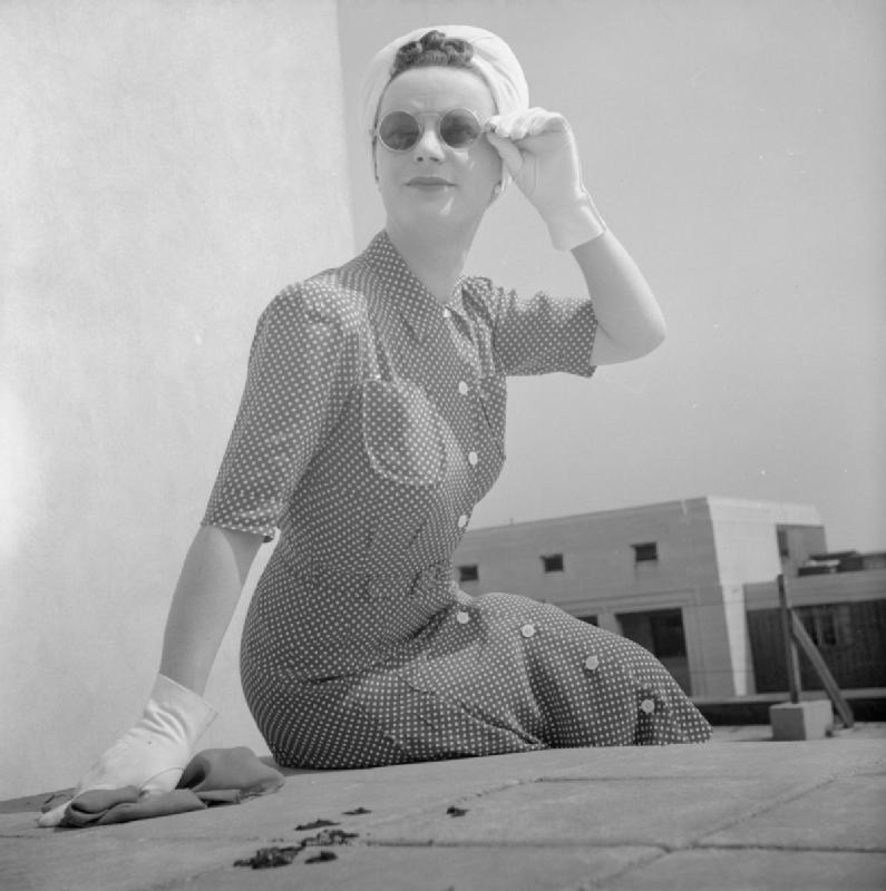 How_a_British_Woman_Dresses_in_Wartime-_Utility_Clothing_in_Britain,_1943_D14784.jpg