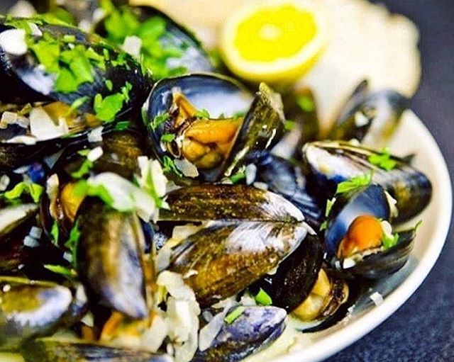 Tonight is the night! Moules Frites Monday! $16 for our delicious mussels and a side of fries. Pairs well with a glass of our Muscadet. #dailyspecials #franklinvillage #food
