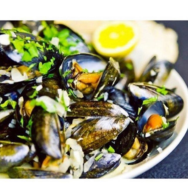 Moules Frites Monday $16 Select Bottles of Wine $18 For Reservations 🥰 323 465 0807 : : : : #franklinvillage #ilovela #hollywood #frenchfood #dinner #musselsmonday #dailyspecial #pantagestheatre #beachwoodcanyon #seafood #dinnerplans #winelover