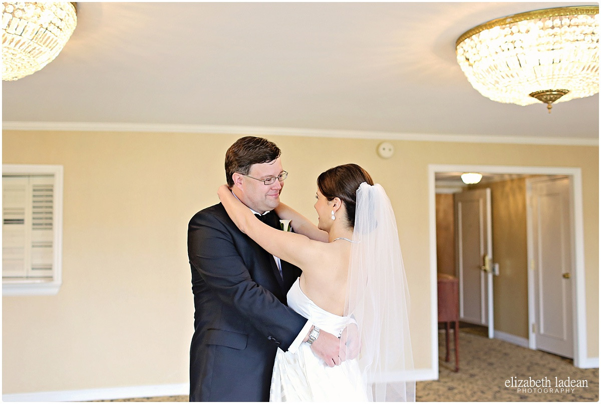 WeddingDayFirstLook_ElizabethLadeanPhotography_First_Look-_5396.jpg