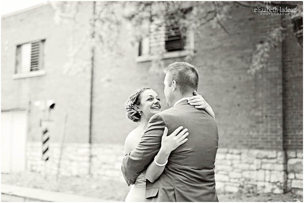 WeddingDayFirstLook_ElizabethLadeanPhotography_First_Look-_5398.jpg