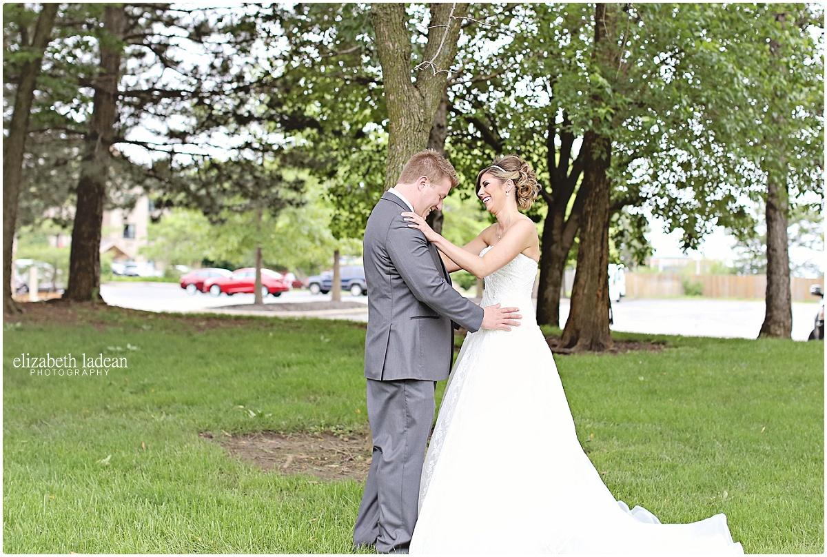 WeddingDayFirstLook_ElizabethLadeanPhotography_First_Look-_5403.jpg