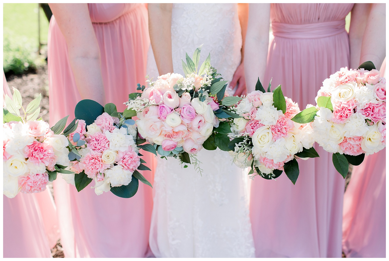 pink and white wedding flowers and bouquets