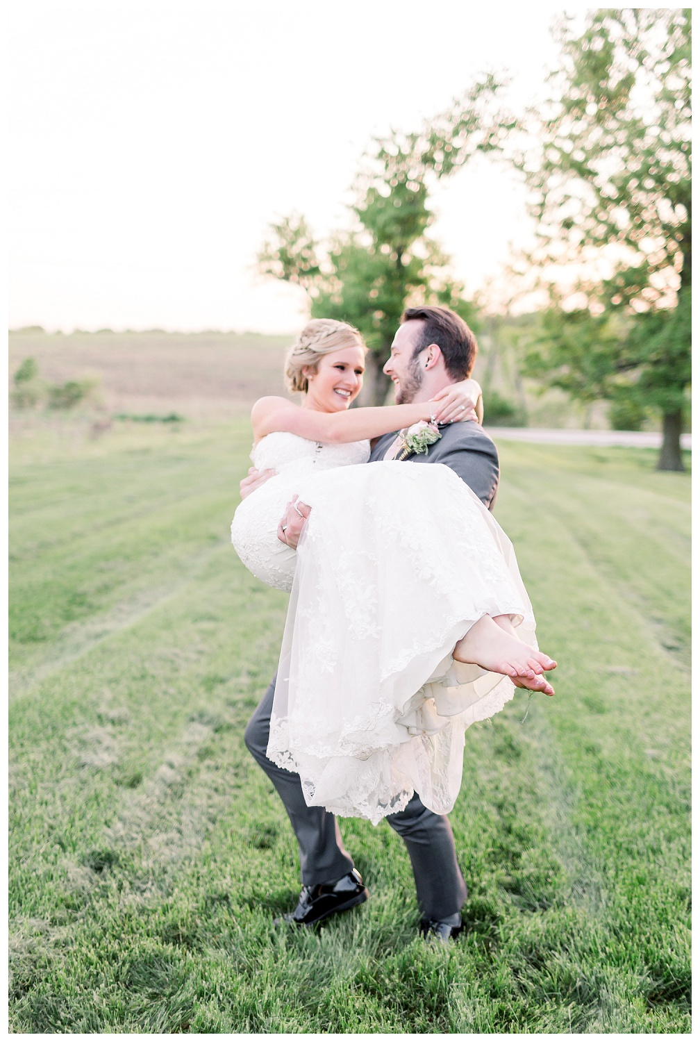 light and airy wedding photographer in the midwest