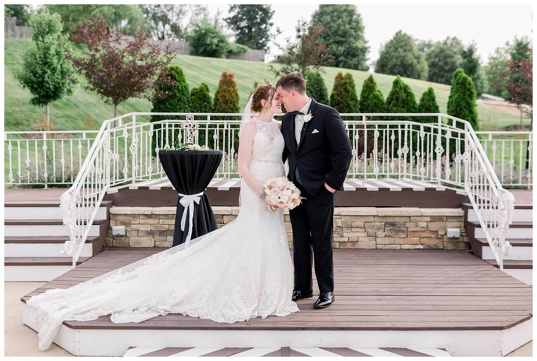 Pavilion-Event-Space-KC-Wedding-Photography-E+E-0628-Elizabeth-Ladean-Photography_photo-_8884.jpg