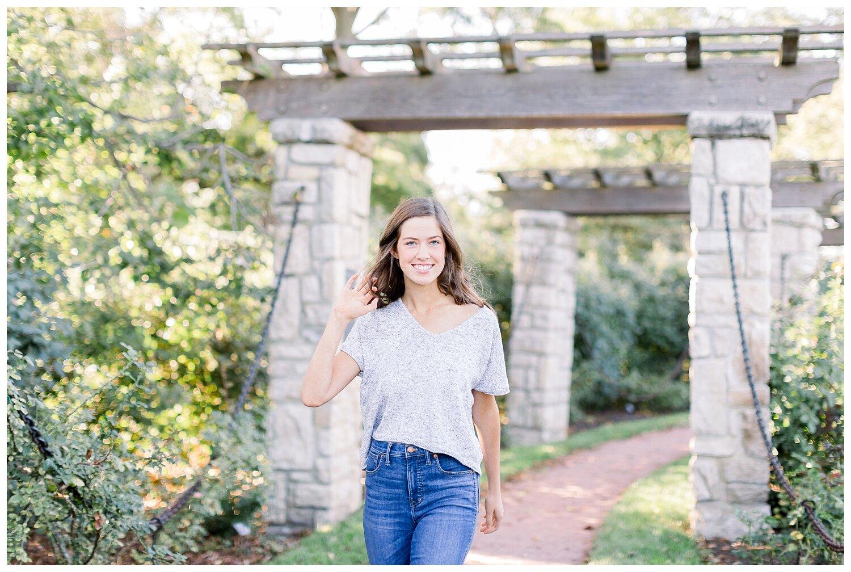 Kansas-City-senior-photographer-Mary-10-2019-Elizabeth-Ladean-Photography-Hawthorne-photo_0864.jpg