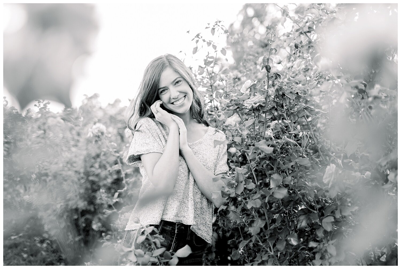 Kansas-City-senior-photographer-Mary-10-2019-Elizabeth-Ladean-Photography-Hawthorne-photo_0868.jpg