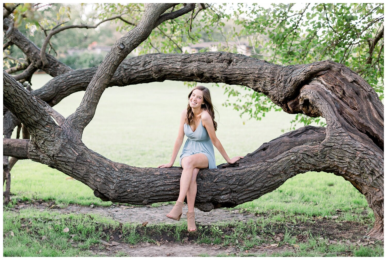 Kansas-City-senior-photographer-Mary-10-2019-Elizabeth-Ladean-Photography-Hawthorne-photo_0878.jpg